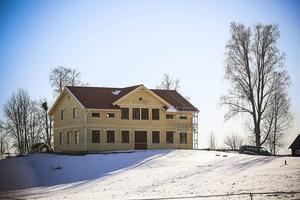 Det nya huset är likt det gamla huset, hos familjen Albano på Aspåsnäset.