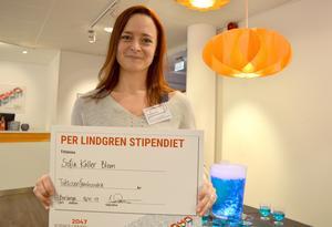 Sofia Käller Blom, NO-lärare på Forssaklackskolan, tog emot årets Per Lindgren-stipendium.