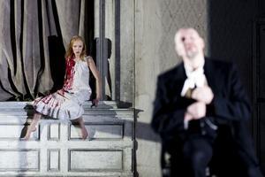 Avemo fick fina recensioner för sin roll som Lucia på Göteborgsoperan.