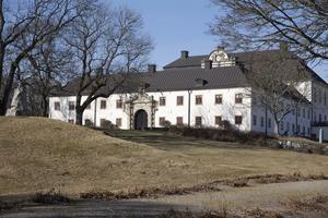 Tidö slott uppfördes av rikskanslern Axel Oxenstierna under 1600-talet och är sannolikt det bäst bevarande slottet från stormaktstiden.
