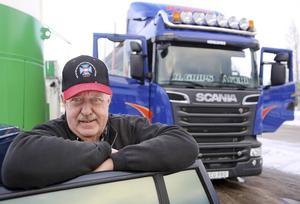 Han har kört drygt 500 000 mil under 43 år. Det motsvarar runt 80 varv runt jorden, men nu är det färdigkört.   – Japp, nu är det dags att bli pensionär, säger Göran Andersson från Långå som fyller 65 år i december.