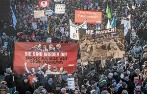 Folkliga protester mot flera av Europas nationalistiska högerpopulister som rör sig i fascismens utmarker.
