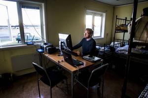 Mats Vedmark i sitt provisoriska kontor på Flygstaden.