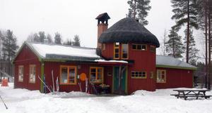 Skogsnässkolan är hotad igen. Skolinspektionen tycker att skolan har för få elever.