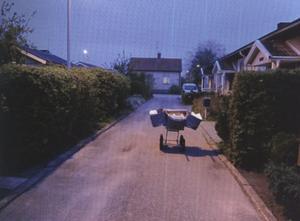 Örebro, Sverige. 04.59. Jag vill visa hur det ser ut tidigt på morgonen. Tyst och stilla. Människorna i husen väntar på morgontidningen.