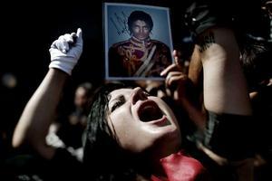 Andra pris, Magnus Wennman, Aftonbladet. Inga Schuenemann, 27, från Riversdie skriker ut sin dyrkan till Michael Jackson utanför stjärnans minnesceremoni i Staples Center i Los Angeles.