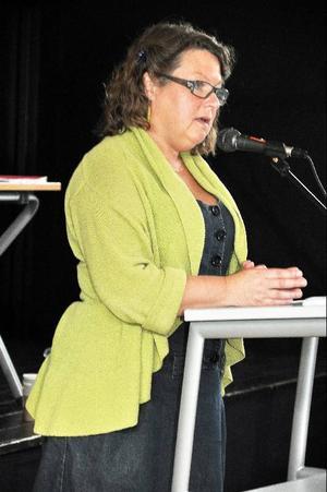 Trots positiv ekonomisk prognos för Åre kommun anser kommunalrådet Eva Hellstrand (C) inte att det är dags att lätta på plånboken. Blir det pengar över ska de gå till mer personal i barnomsorgen, säger hon.
