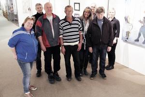 Några av årets utställare kollade utställningen i Edsbyns museum häromdagen.