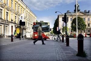 Helt motorfordonsfritt blir det inte på Rådhusexplanaden. Bussar och taxi omfattas inte av avstängningen.