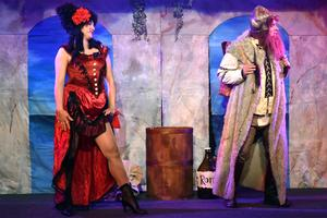 Camilla Collett och Roger Zakrisson i början av akt två.