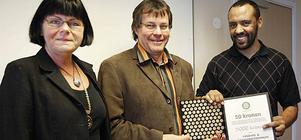 Mycket glad var Mustafa Touil från vänskaps- och integrationsföreningen att bli första mottagare av Rotaryklubbens nyinstiftade pris