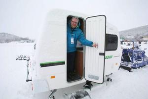Niclas Runberg presenterar Fritidsvagnen som från februari kan fås med medar.