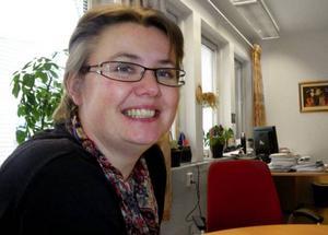 """Kommunalrådet Karin Stierna är stolt över entreprenörsandan i hembyn Gåxsjö. """"Melodin för utveckling av Strömsunds kommun är många små företagare som samarbetar."""",säger hon."""