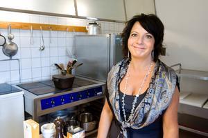 Skolade om sig till kock. Yasmin Mossberg är i grunden undersköterska men skolade om sig till kock i 30-årsåldern.