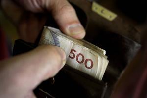 Skribenten undrar hur pengar kan ta slut, när det är en måttenhet.