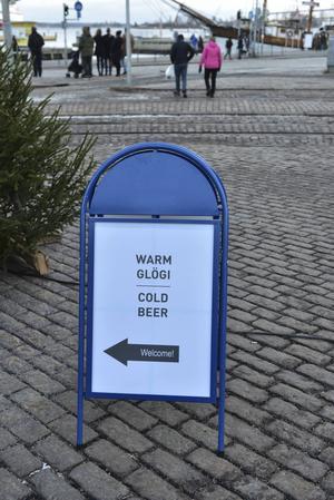 Varm choklad och kall öl i den sjugradiga kylan.   Foto: Anders Pihl