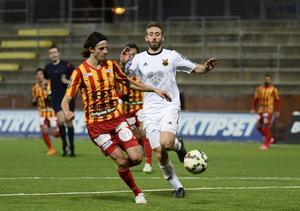 Förre ÖFK-spelaren Stefan Ilic (till vänster) spelar numera i Syrianskas tröja. Här i kamp mot ÖFK och Andrew Stadler förra året.