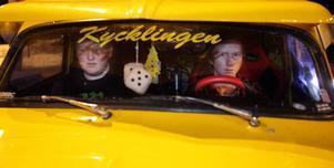 Tobias Budins kycklinggula a-traktor stack kanske ut mest på traktorträffen. Men eftersom han inte har tagit något traktorkort än, fick kompisen Rickard Hammarström vara chaufför.