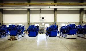 De här blå generatoraggregaten kommer så småningom att sitta på ett fartyg.