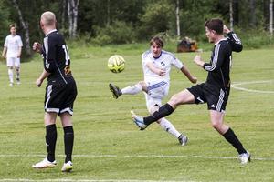 Mattias Larsson gjorde enda målet för hemmalaget med ett fint placerat skott som gick över Tandsbyns målvakt.