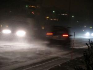 Snöfall i morgontrafiken på Vallaleden