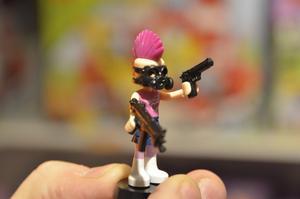 Minifigur, från Legos nya serie till tjejer, som blivit pimpad lite.