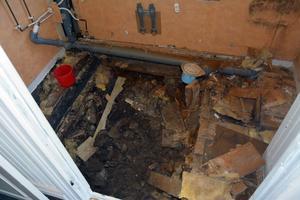 Det var det här som var tänkt att bli ett nytt och fräscht badrum, men som nu består av hussvamp i stället.