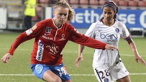 Adelisa Grabus på planen för Kif Örebro i champions league i november 2015, då laget spelade oavgjort både hemma och borta mot storklubben Paris Saint-Germain, men åkte ut på färre gjorda bortamål. Det äventyret var en av höjdpunkterna på Charlotta Nordenbergs tid som ordförande i Kif. Arkivfoto: Conny Sillén/TT