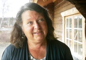 Eva Hellstrand (C), gruppledare för Centern i landstinget/regionen, kritiserade majoritetens budgetförslag.