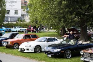 Både nya och gamla bilar var välkomna.