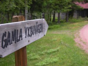 Gamla Yxbuvägen. Yxbodarna är fäboden som ligger söder om Granberget och sjön Yxen sydväst om Leksand