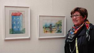 Ann-Sofie Olsson vågade språnget. Nu visar hon sina akvareller på Remonthagen. Utställningen pågår september månad ut. Foto: Åsa Eriksson Ahnfelt