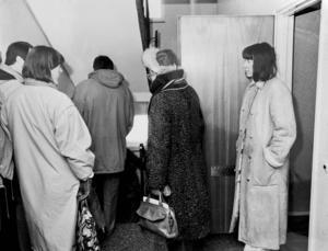 Anna-Clara Asplund i samband med rättens syn i Bosvedjan under rättegången.