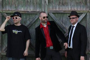 Trummisen Erik Edlund, gitarristen Stefan Edfeldt och basisten Göran Backlund.