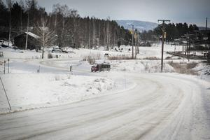 En boende längs väg 731 mellan Ljusdal och Tallåsen tycker att hastigheten bör sänkas. Nu får fordon föras fram upp till 70 kilometer i timmen längs vägen. Polisen håller med.