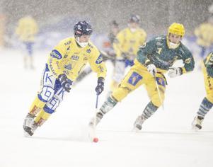Jonas Henniger svarade för tre mål när Falu BS 7–3-besegrade Skutskär. Efteråt avslöjade han att han slutar spela bandy efter den här säsongen.