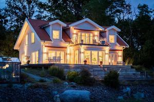 Huset lyser upp i det kommande höst- och vintermörkret.
