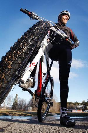 Mikael Egmalm, ledare i klubben, som hade ett 20-tal cyklar att låna ut för den som ville testa en racer, MTB eller en BMX.