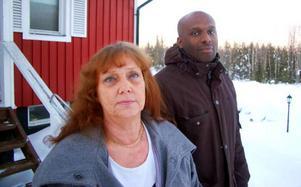 Mats Larsson och hans mamma Carin Wåhlström på plats i Fagerdal.