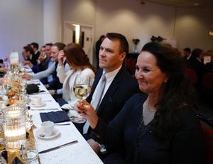 Veronika Vestlund och Peter Gullberg från Citysamverkan höjde glasen.