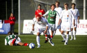 Mariehem fick bita i (konst)gräset i kampen om andraplatsen. Johan Brolin och hans kamrater i HuFF vann toppmötet med 2–1.