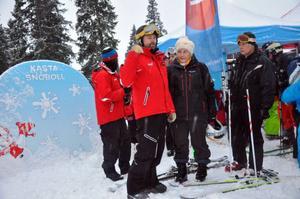 Skistar Åres destinationschef Niclas Sjögren Berg, handelsminister Eva Björling och Svenolof Hedung som varit en nyckelperson på Skistar för att få liftprojekten i hamn.