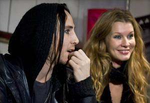 Sveriges medieskyggaste kärlekspar? Dregen och Pernilla Andersson sjöng Olle Ljungströms låt