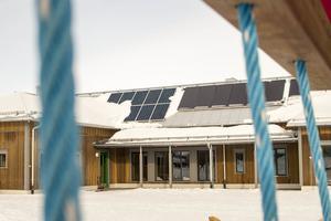 El och värme från solen är en viktig del av skolans energisystem.