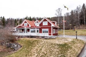Fantastisk villa 8 rum och kök i Hönsarvet med ett högt och fint läge.