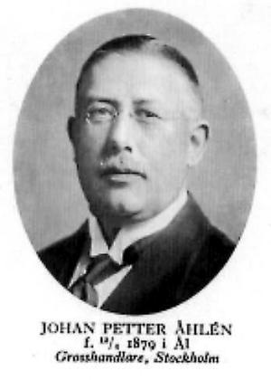 Johan Petter hette för början Andersson, men tog sig namnet Åhlén efter hemförsamlingen Åhl. En minnessten visar i vilket hus han föddes.