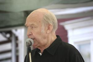 Jan Eriksson är van vid mikrofonen. Han första jobb på radion var som studiotekniker redan 1959.