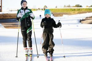 Lisa och Maja Lundberg har längtat efter snö.