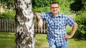 Jubilaren Sasa Zubcevic trivs i Geneta, där han har bra grannar och nära till skogen.