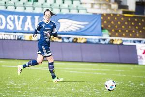 För tre år sedan genomfördes den första provträningen i SDFF. Sedan dess har mycket hänt. Nu är hon bland annat kapten i laget.